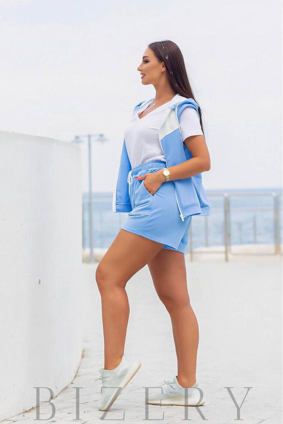 Костюм с шортами и жилетом голубой В976