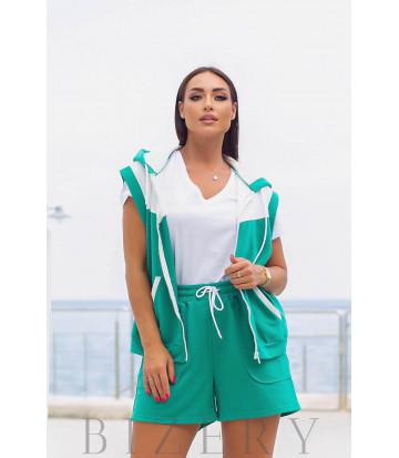Костюм с шортами и жилетом зеленый В974