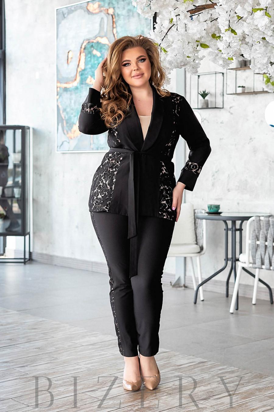 Брючный костюм с гипюром черного цвета В800