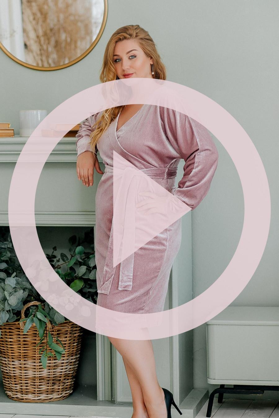 Нарядное платье большого размера из велюра фрезовое B312