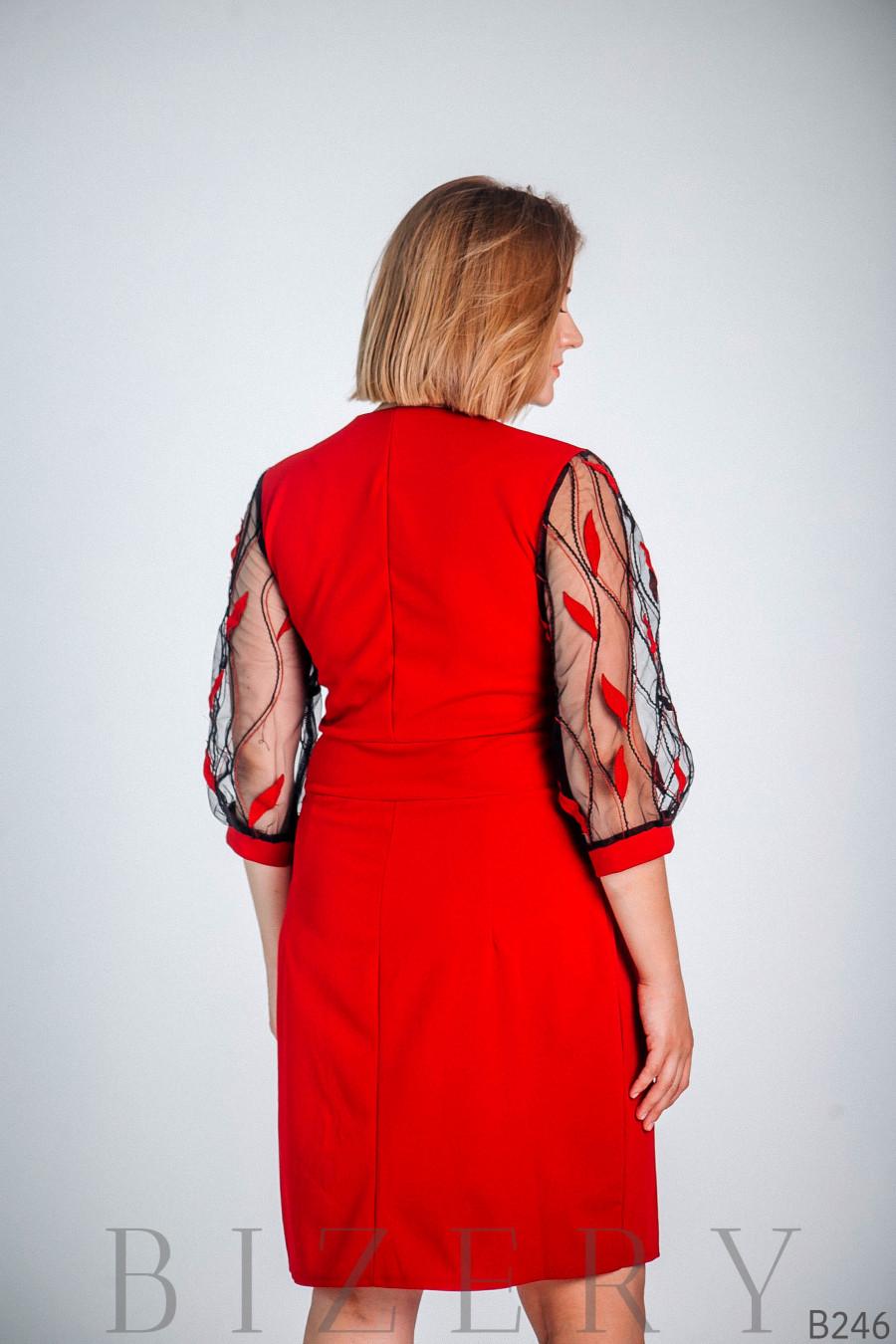 Красное платье с глубоким вырезом декольте B246