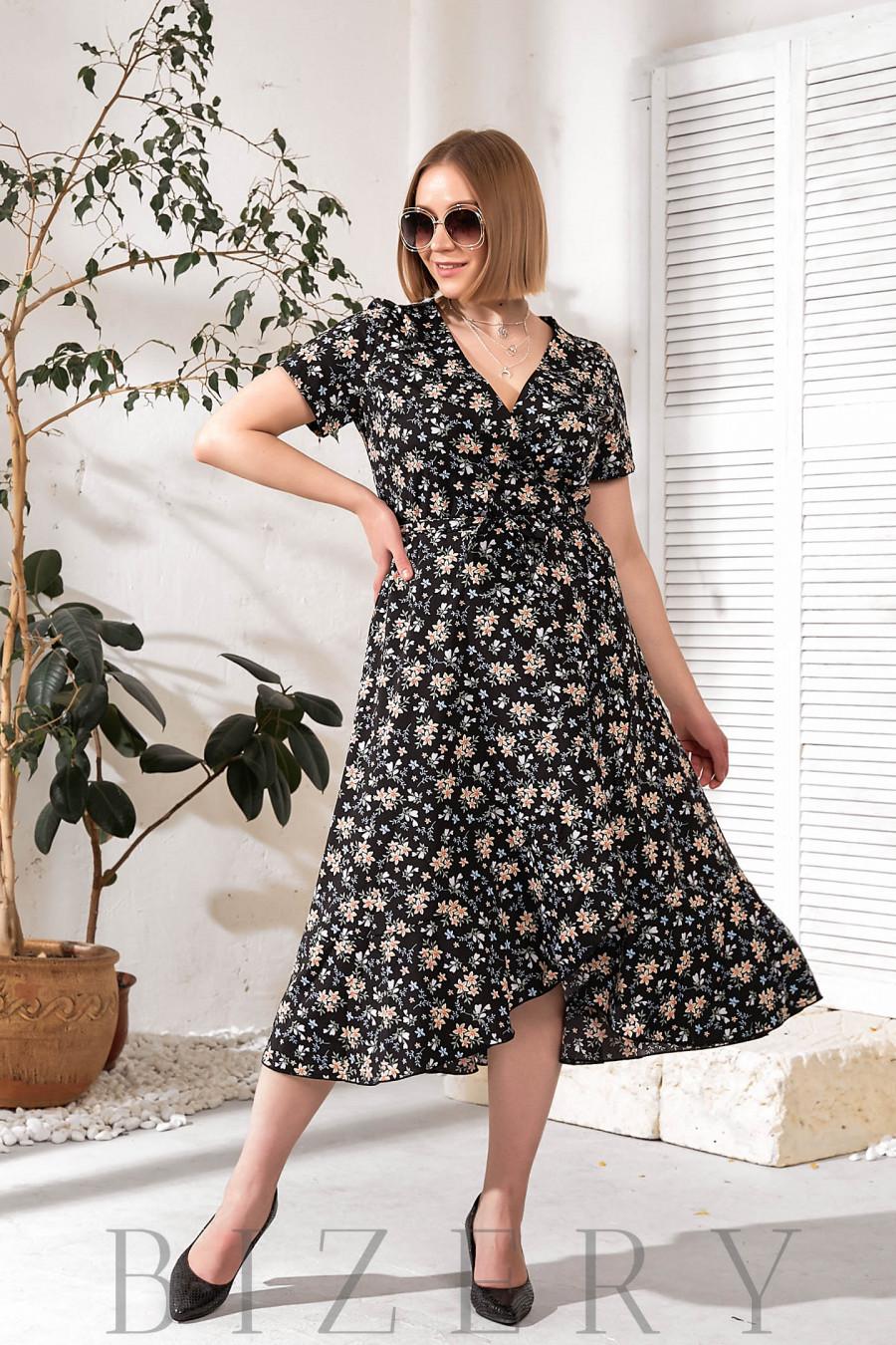 Платье на запах черное с цветочным принтом В756