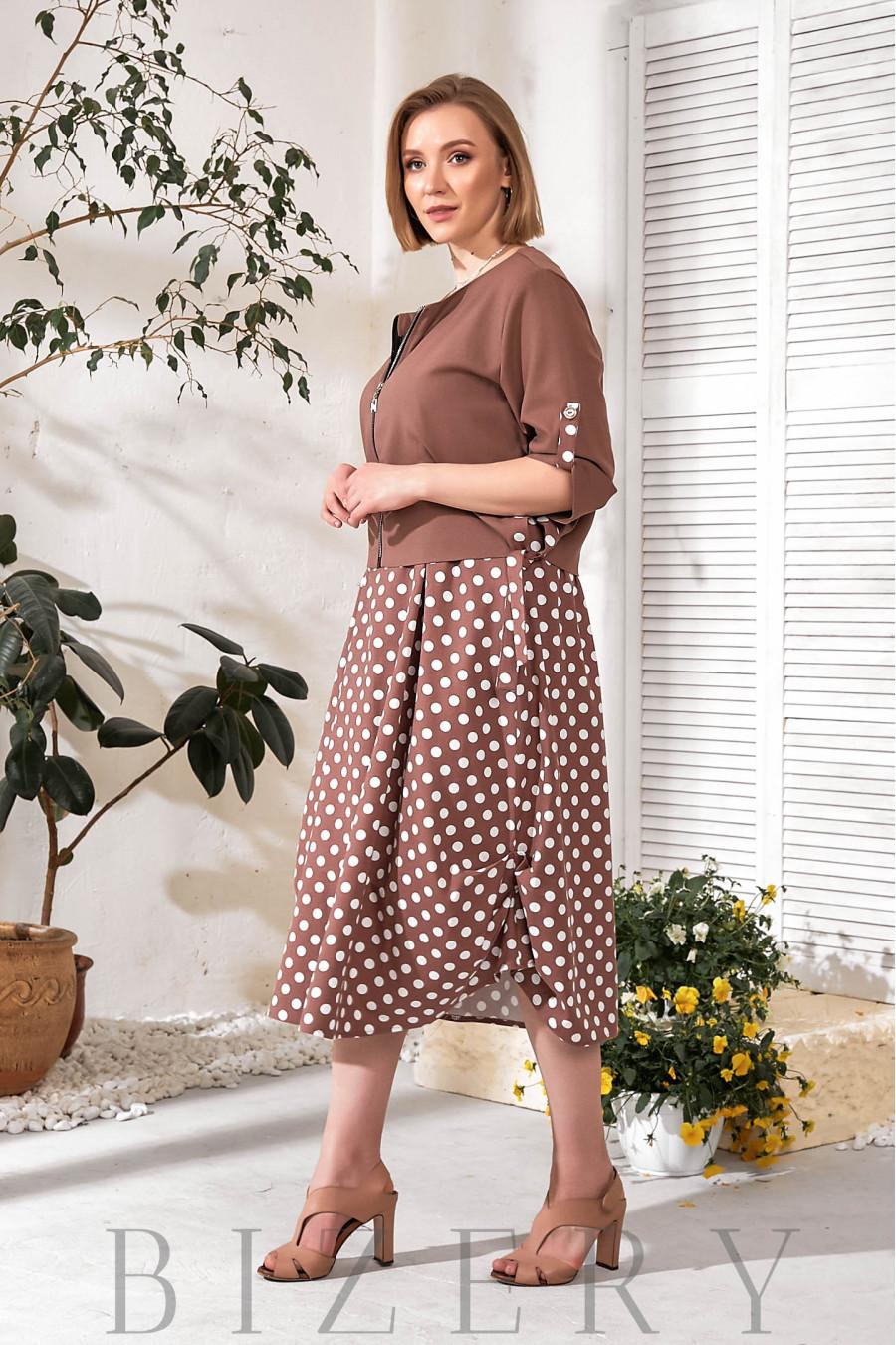 Женское льняное платье в горох с накидкой коричневое В761