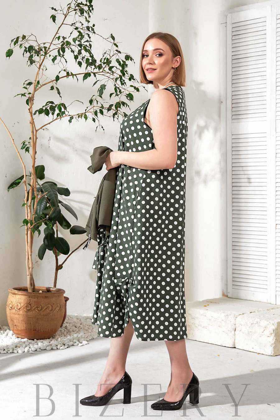 Женское льняное платье в горох с накидкой хаки В760