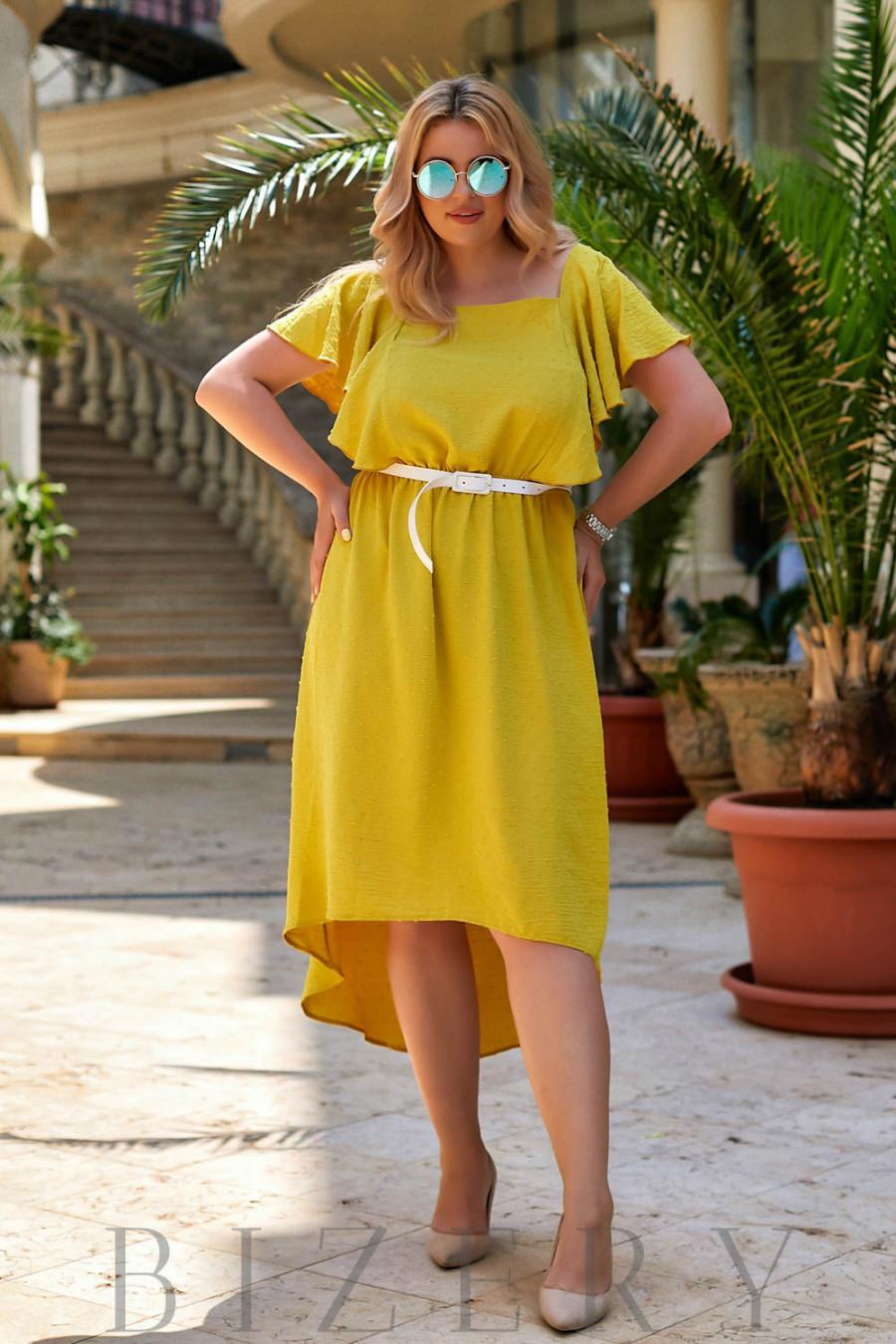 Коктейльное платье с асимметричным подолом в желтом цвете В937