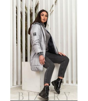 Удлинённая демисезонная куртка в сером цвете В642