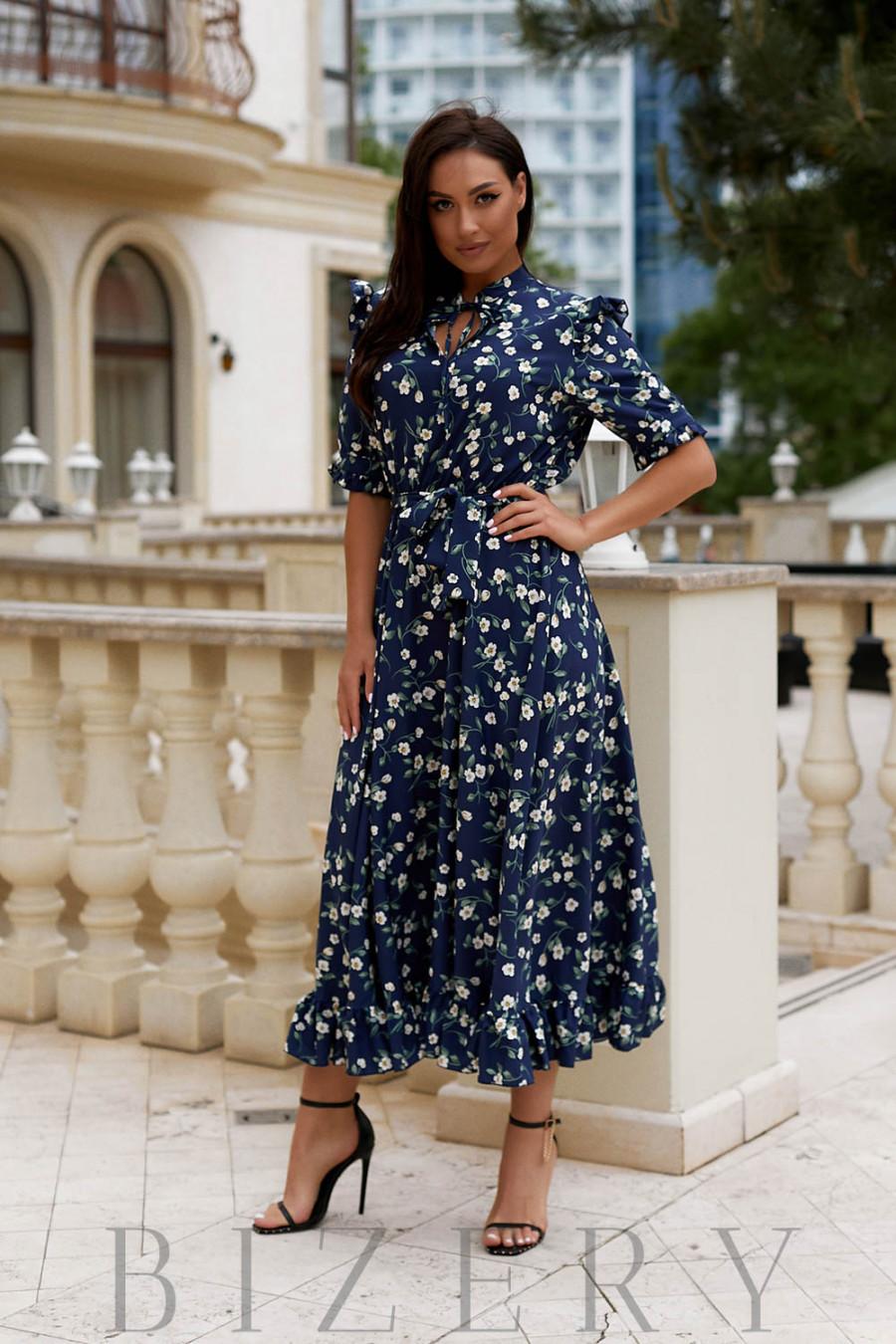 Длинное темно-синее коктейльное платье в цветочный принт В905