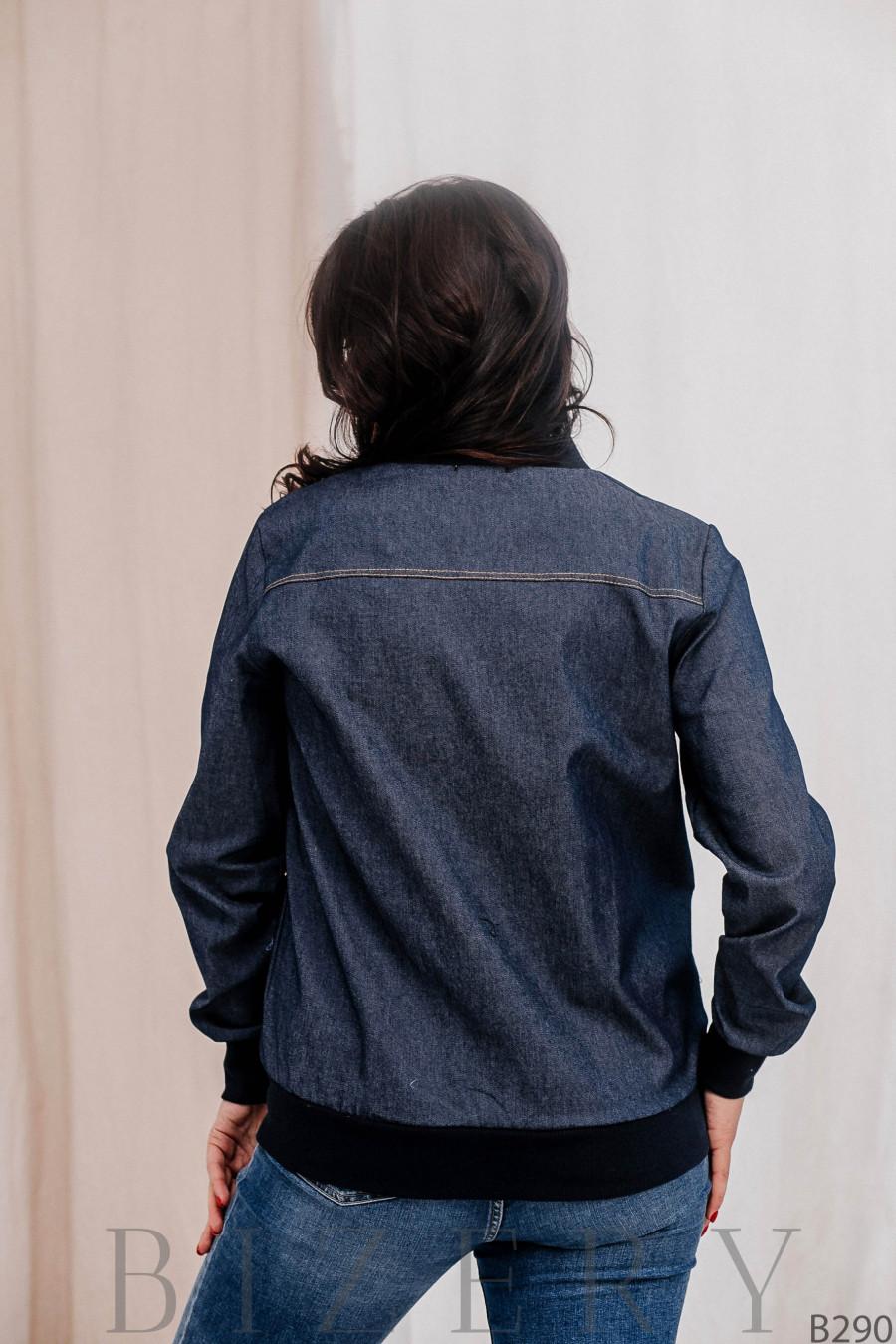 Лёгкий бомбер из тёмного джинса большого размера В290