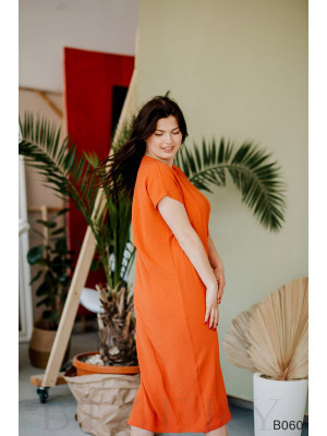 Терракотовое прямое платье с коротким рукавом-реглан и украшением