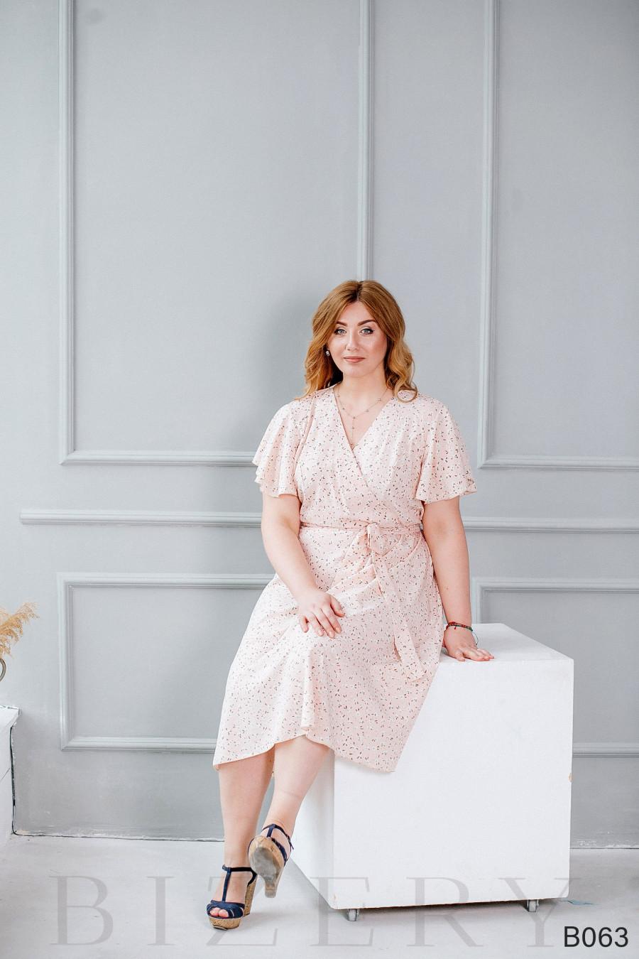 Лёгкое повседневное платье нежно-розовое с цветочным принтом