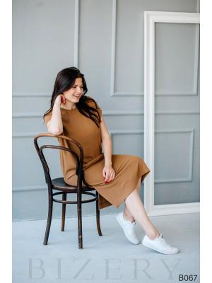 Повседневное платье миди миндального цвета свободного кроя с оформленным боковым карманом