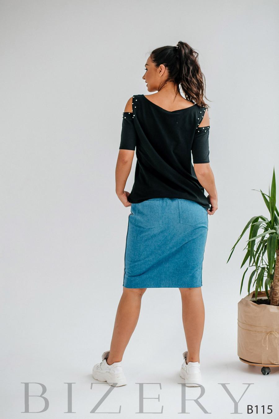 Костюм джинсовая юбка миди и кофточка с аппликацией и жемчугом