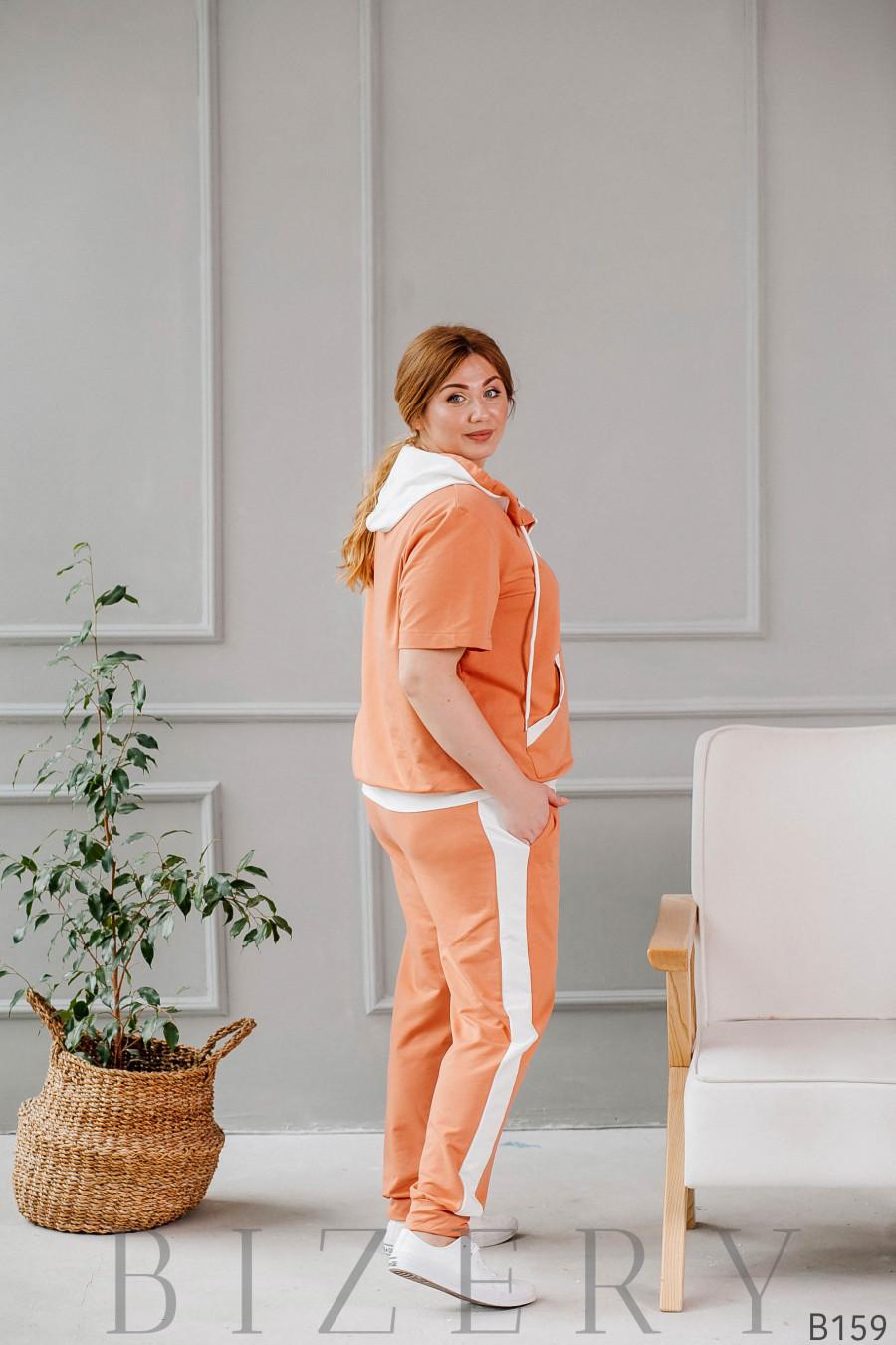 Спортивный костюм персиковый из мягкого трикотажа с коротким рукавом B159