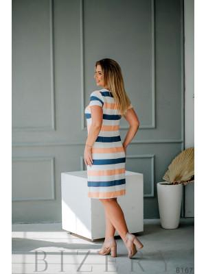 Лаконичное белое платье с цветными полосками