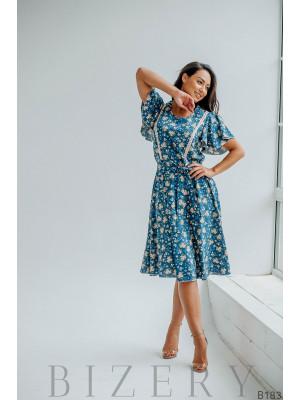 Платье для нежного образа синее с цветочным принтом
