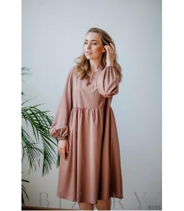 Платье цвета капучино свободного кроя с длинным рукавом