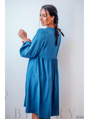Платье голубое свободного кроя с длинными рукавами
