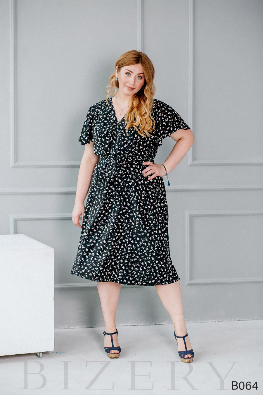Лёгкое повседневное платье чёрное с цветочным принтом