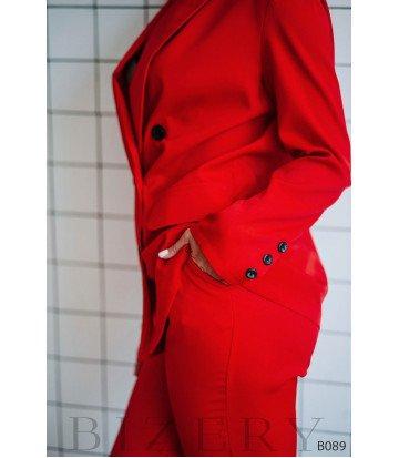 Брючный костюм в деловом стиле красный
