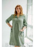 Зелёное платье миди с V-образным вырезом и накладными карманами