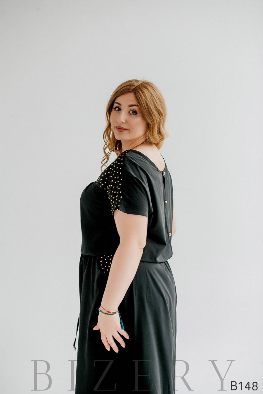 Чёрное платье макси с разрезами вдоль спинки