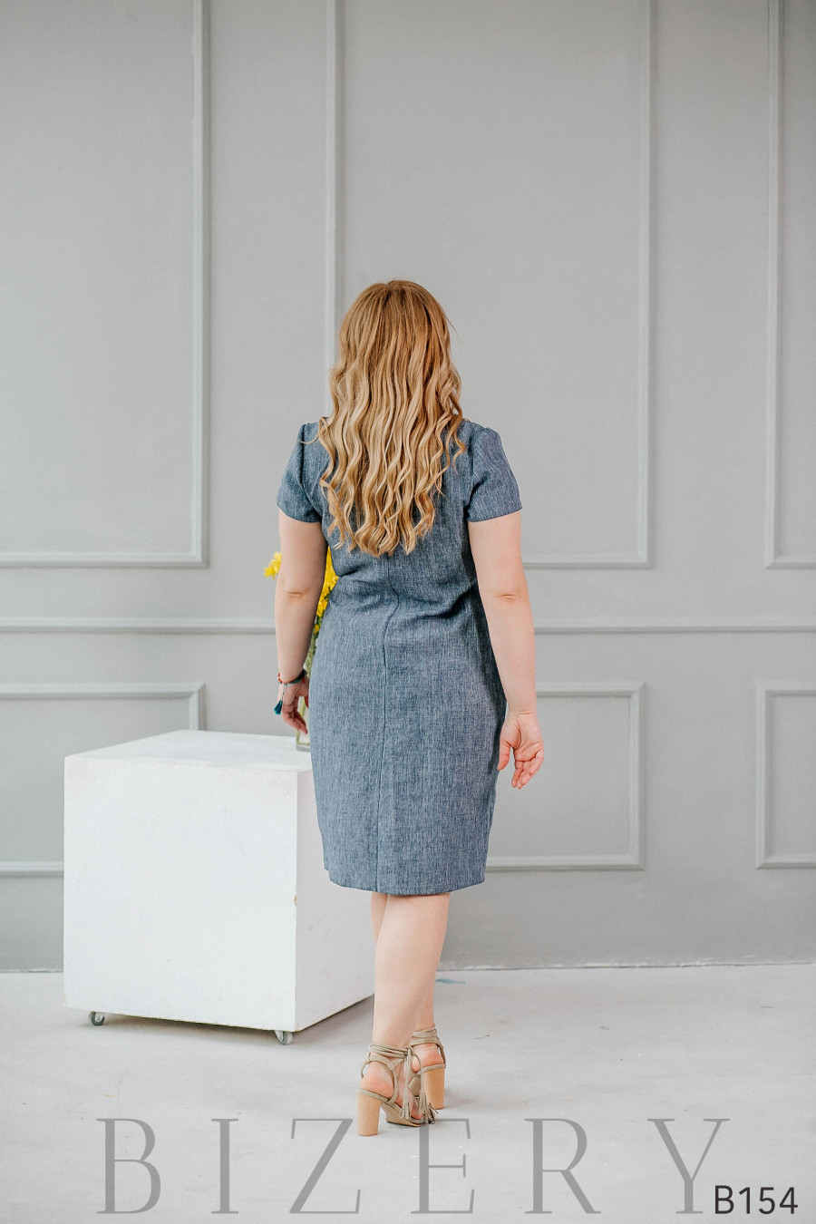 Платье на запах из льна серое