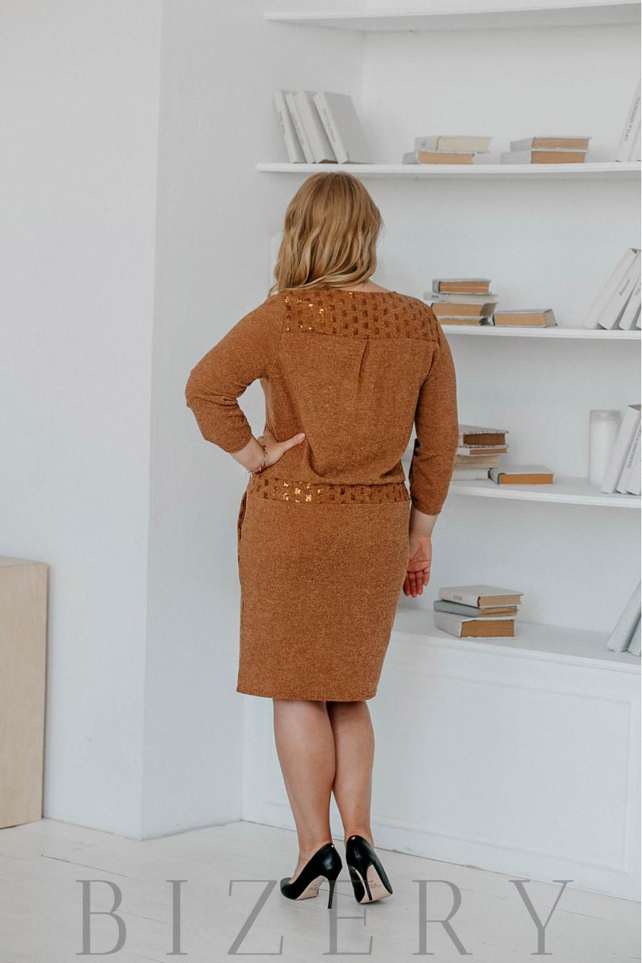 Платье вязка большого размера с поясом на кулиске коричневое В318