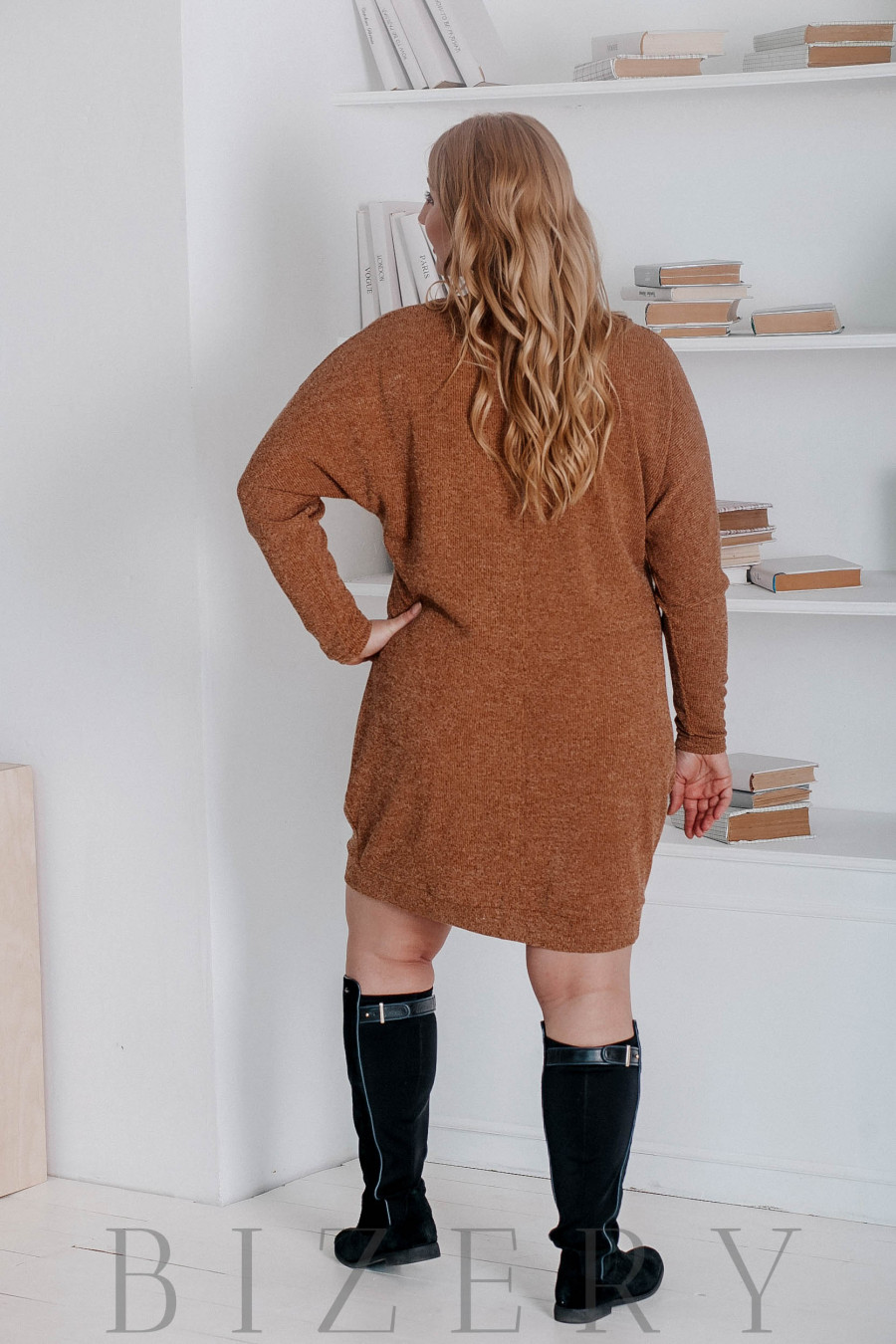 Платье из вязки большого размера свободного кроя охра В321