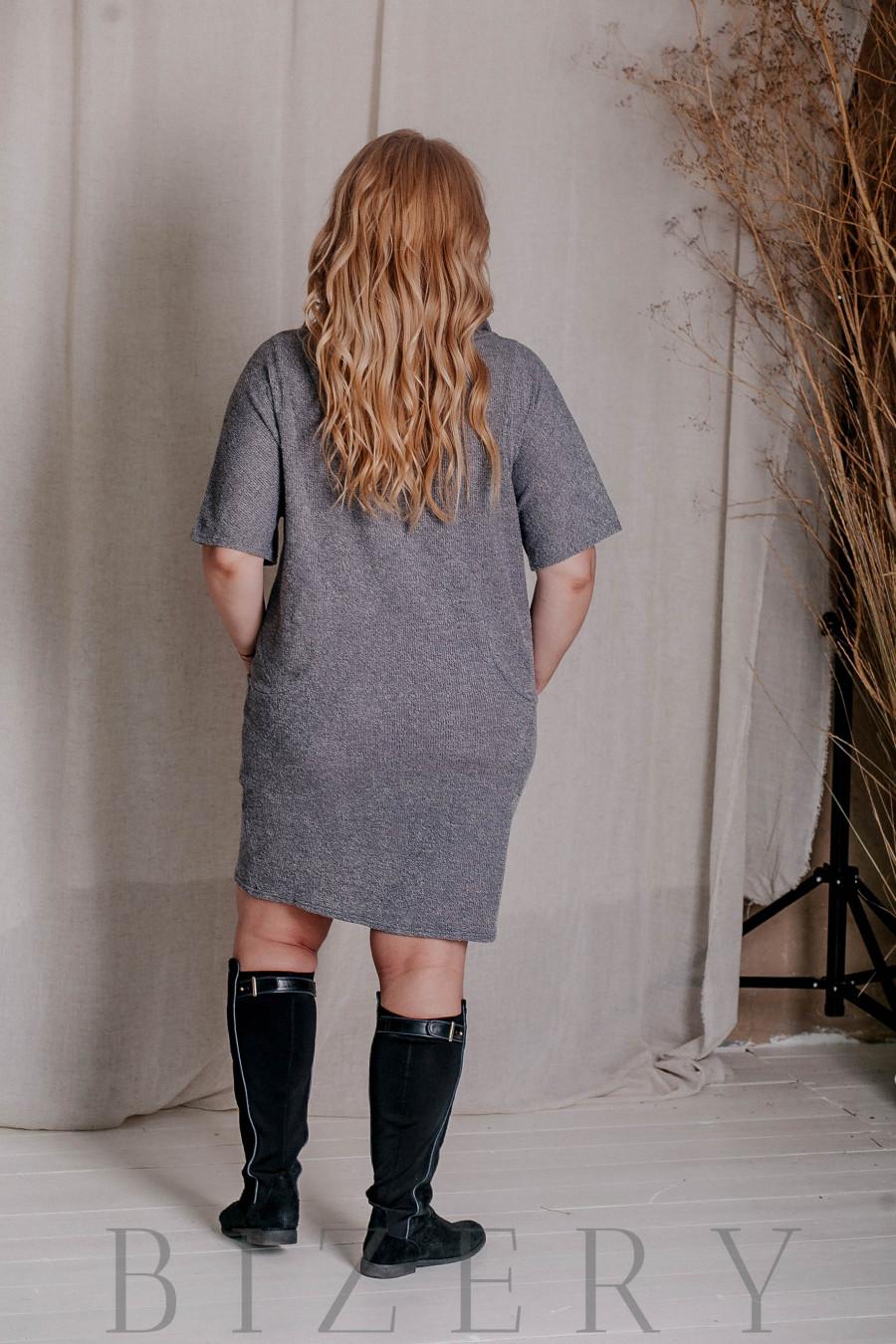Тёплое платье с митенками большого размера серое В329