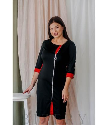 Трикотажное платье большого размера с красными вставками и декоративной молнией В353