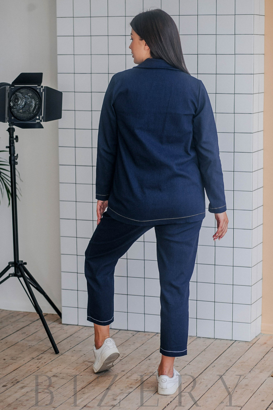 Стильный брючный костюм большого размера джинсовый В355
