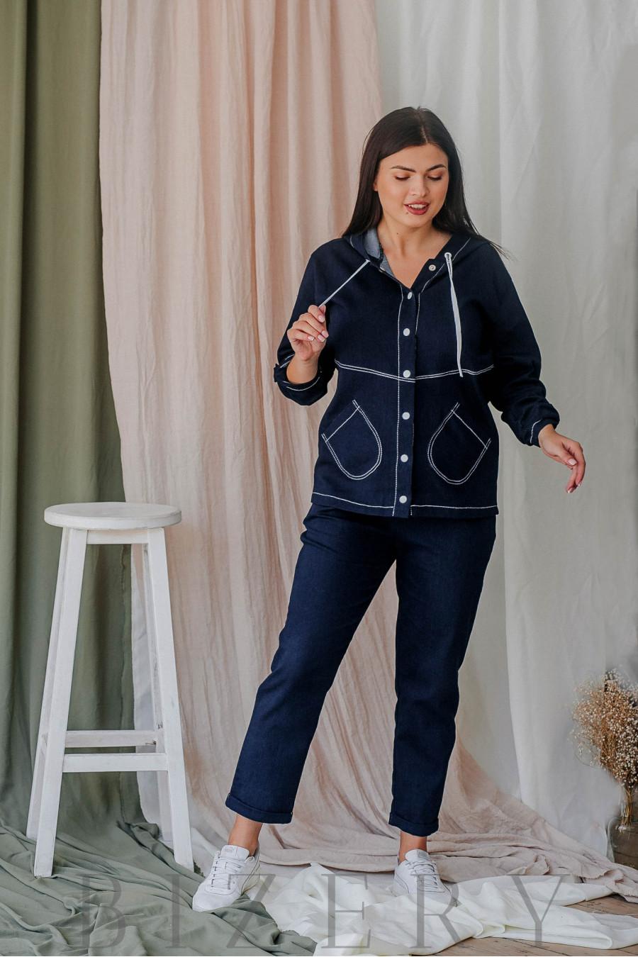 Джинсовый брючный костюм большого размера с жакетом на кнопках В357
