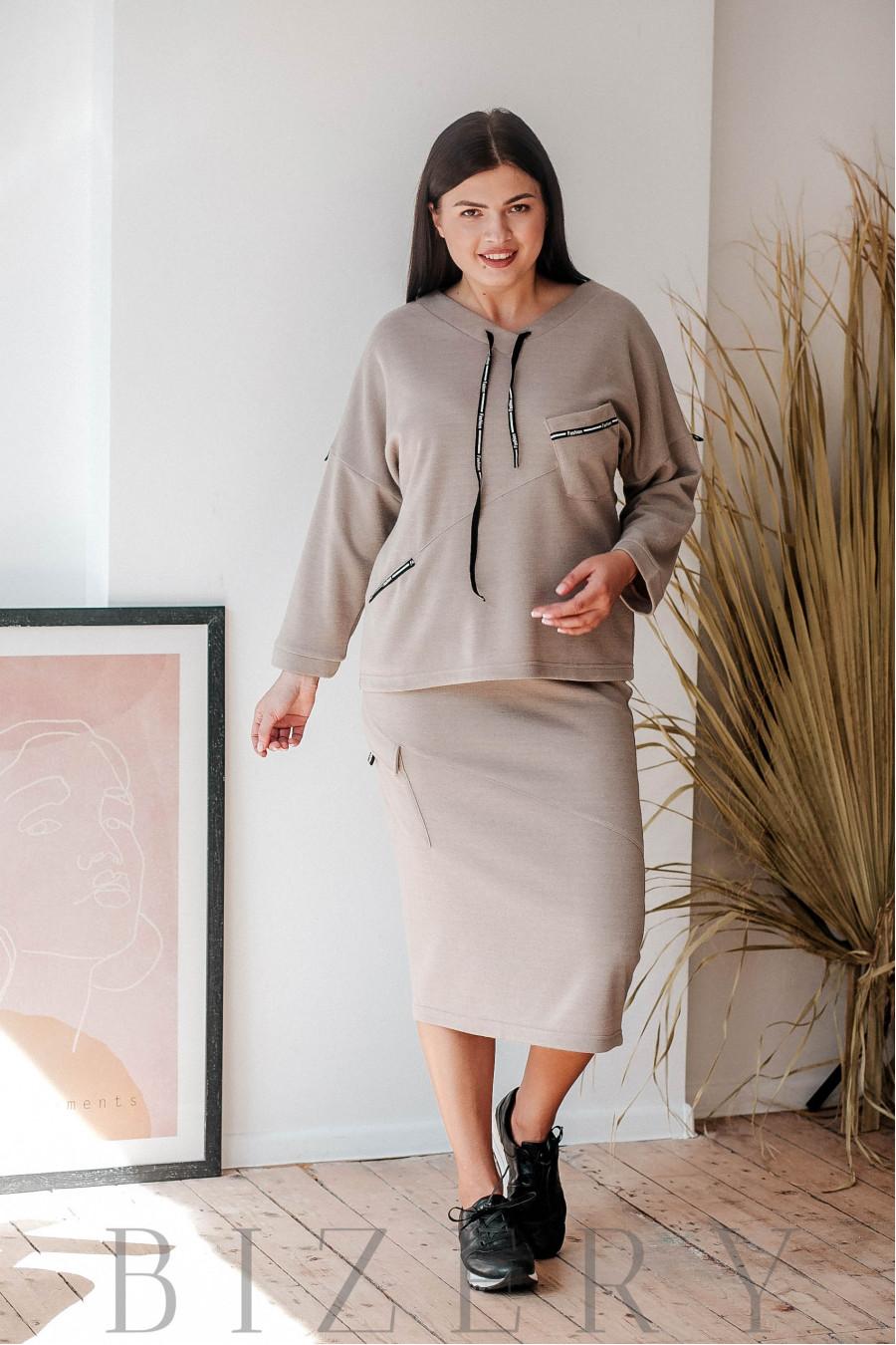 Костюм с юбкой большого размера в стиле спорт-шик бежевый В360