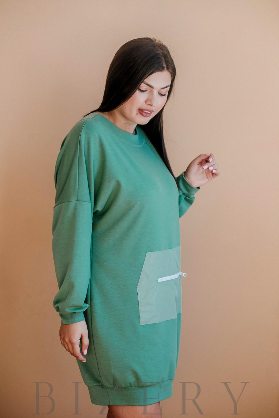 Платье полу-спорт из мягкой двунитки с накладным карманом впереди зелёное В362