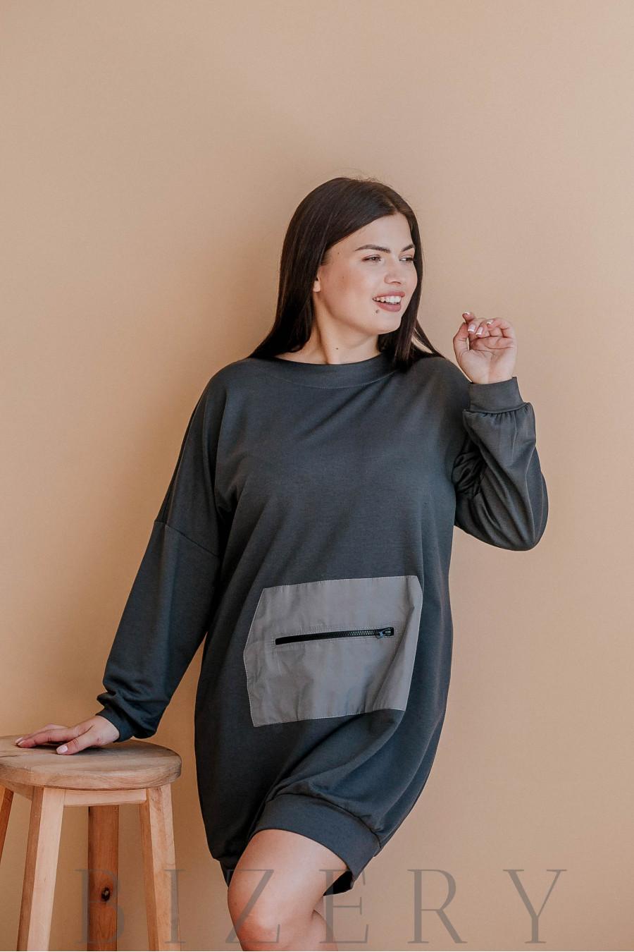 Платье полу-спорт из мягкой двунитки впереди с накладным карманом графит В363