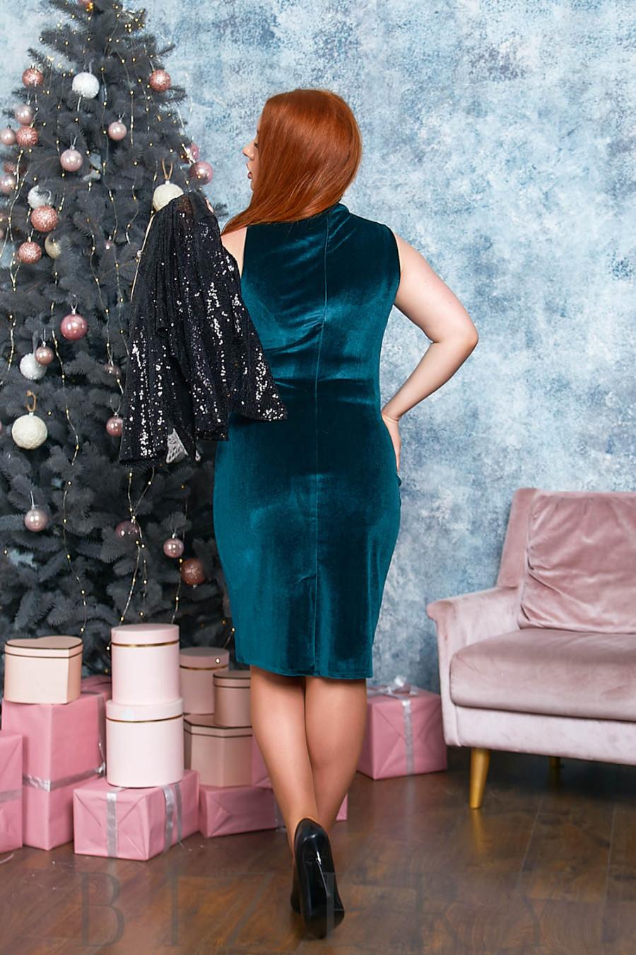 Бархатное платье в бутылочном цвете с накидкой B552