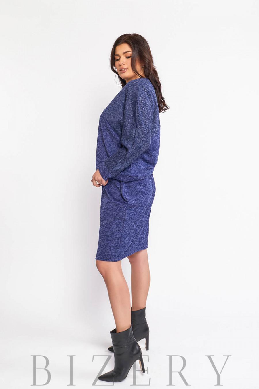 Повседневный костюм с юбкой в синем цвете В574