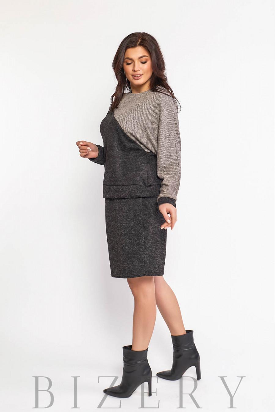 Повседневный костюм с юбкой в чёрном цвете В575