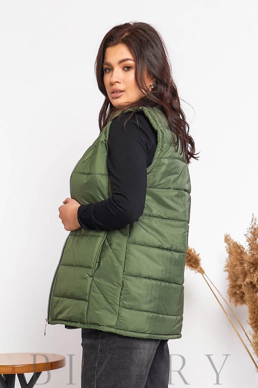 Женская стеганая жилетка зелёного цвета В607