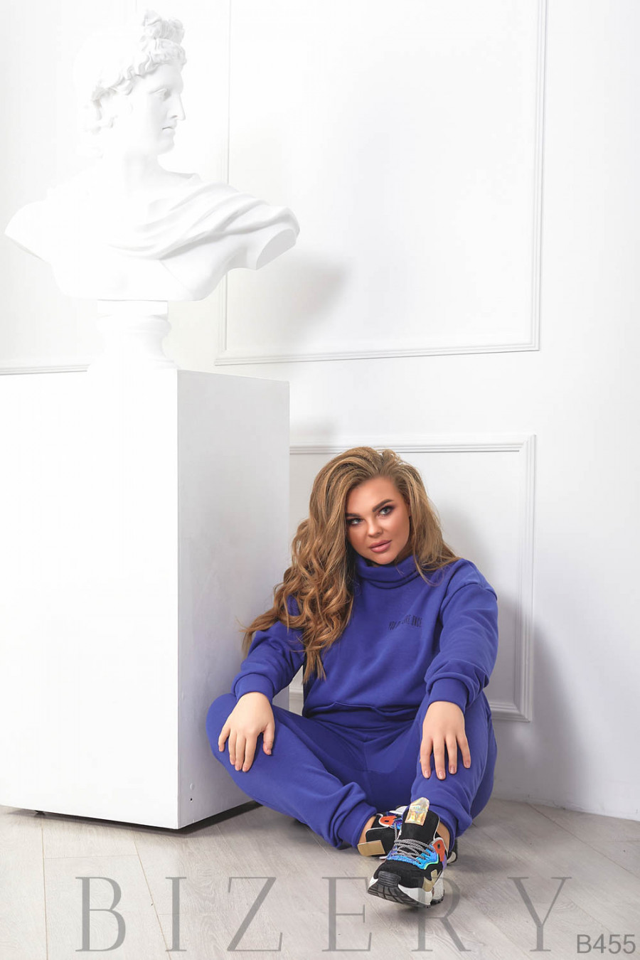 Стильный утеплённый женский костюм в синем цвете B455