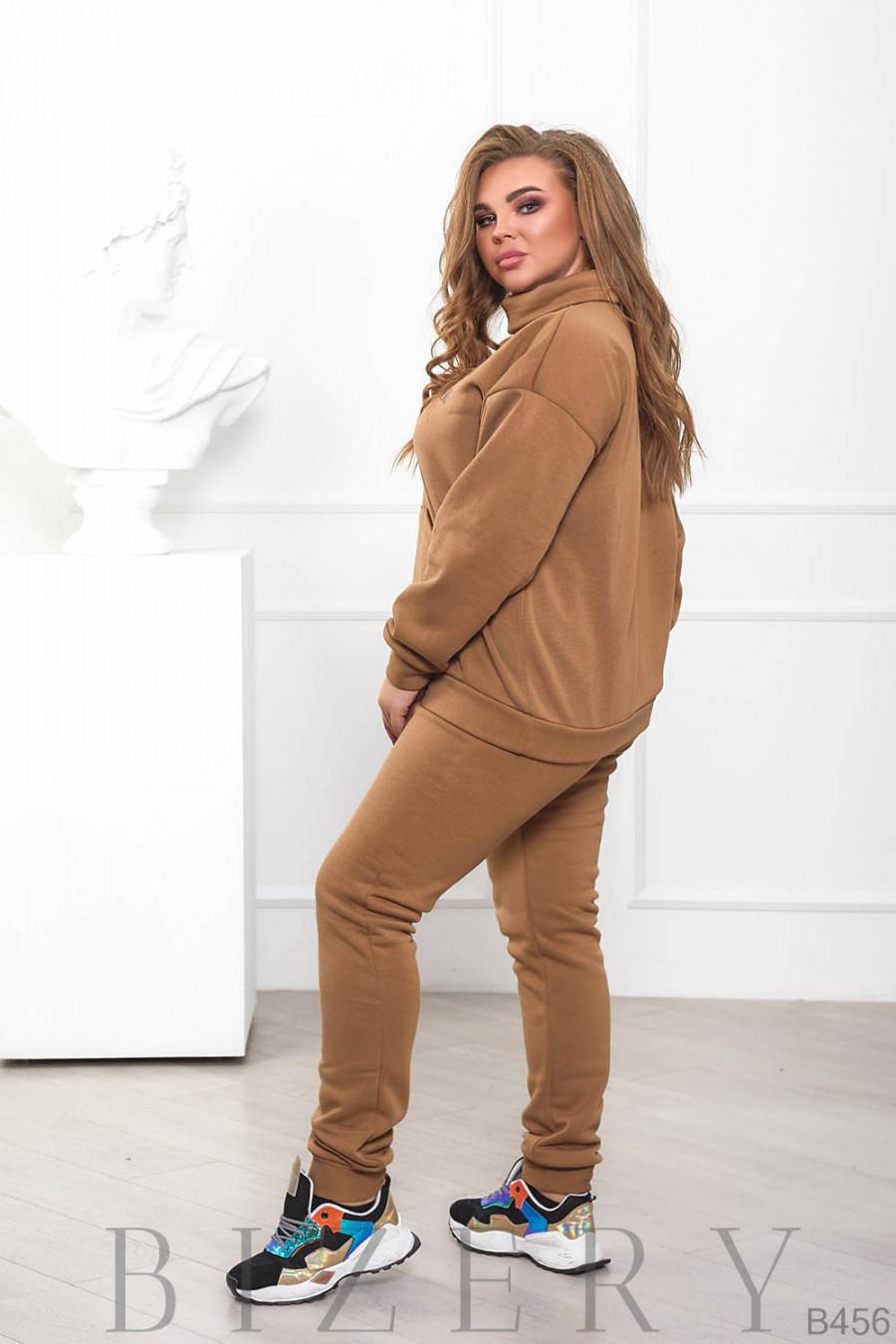 Стильный утеплённый женский костюм в коричневом цвете B456