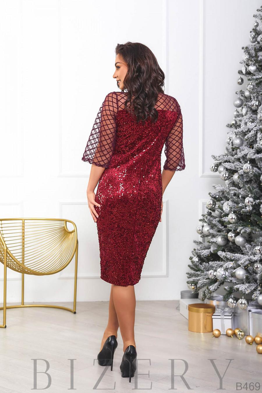 Велюровое платье декорировано пайетками B469