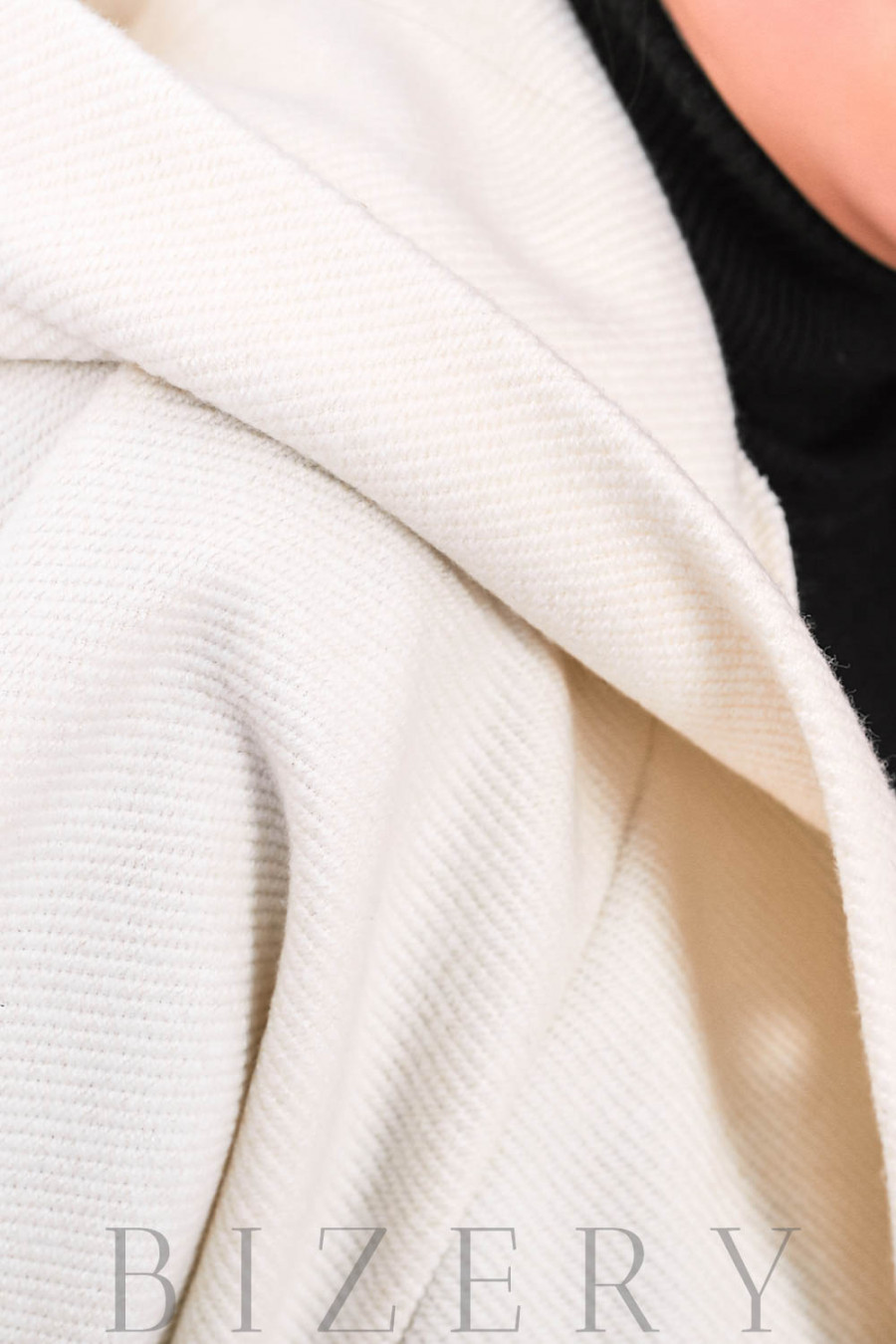Пончо с капюшоном в белом цвете В660