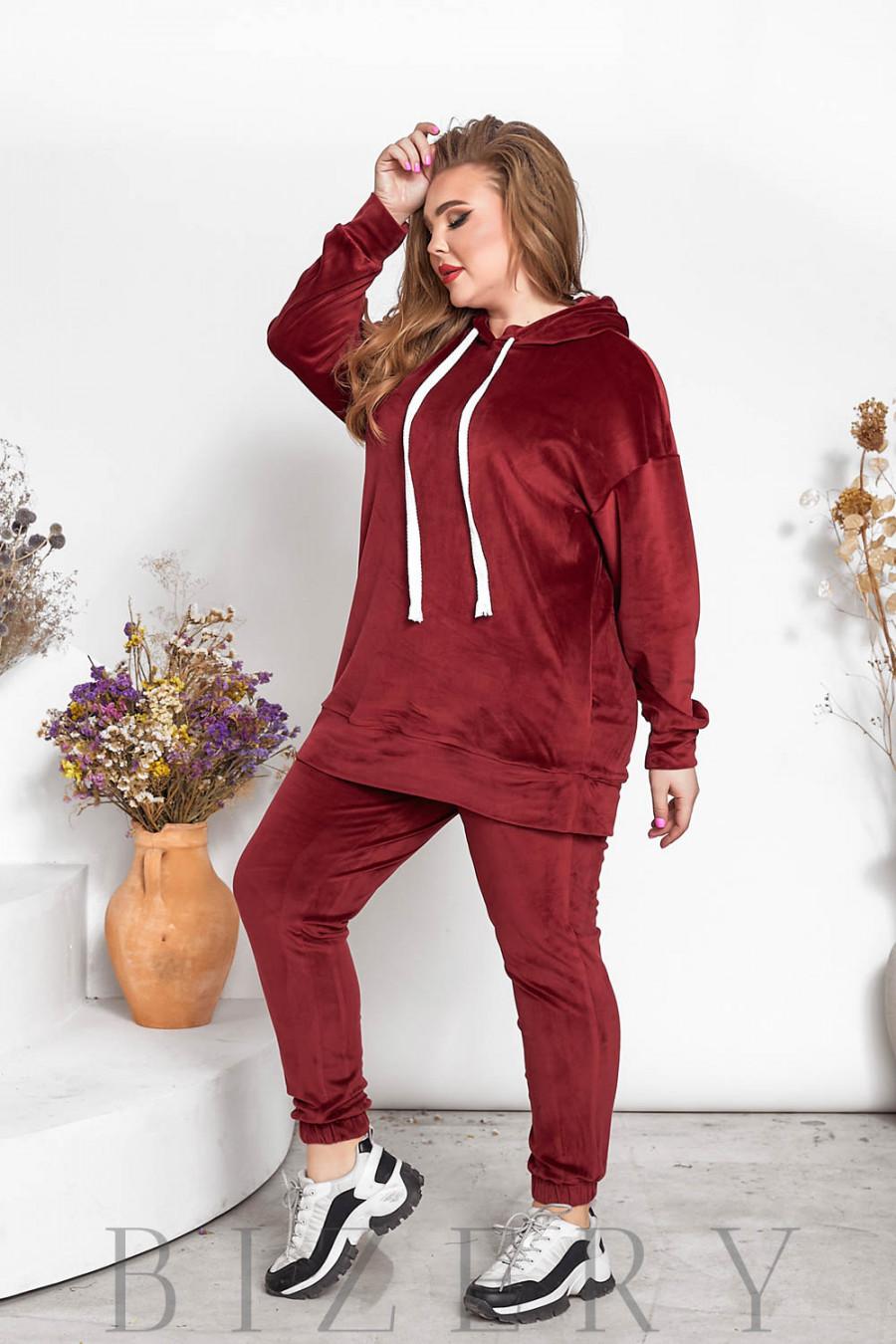 Стильный велюровый костюм plus size вишневый В713