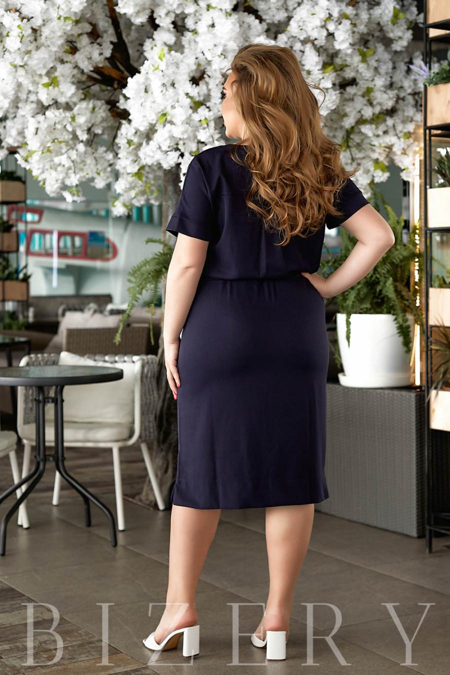 Летнее платье в темно-синем цвете В840