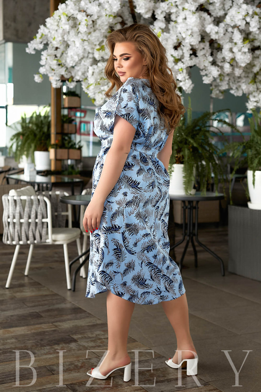 Повседневное льняное платье с принтом синее В847
