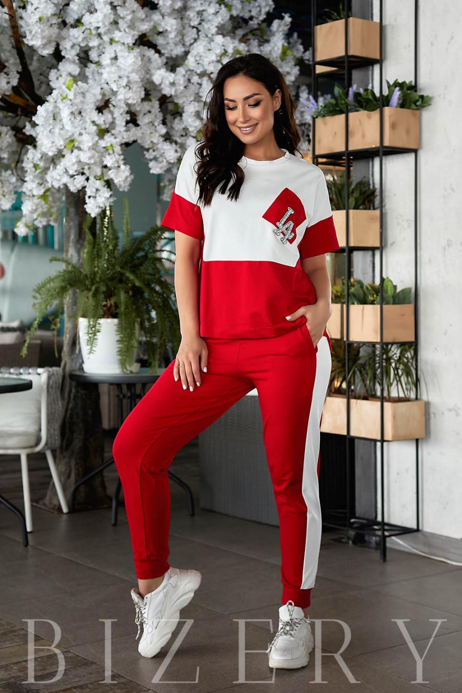 Стильный костюм спорт-шик с коротким рукавом красного цвета В857