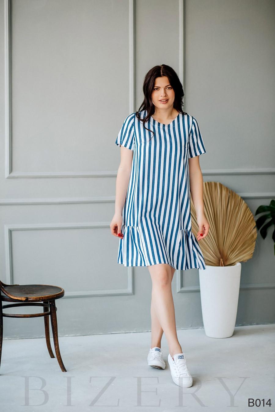 Повседневное платье мини в бело-синюю полоску