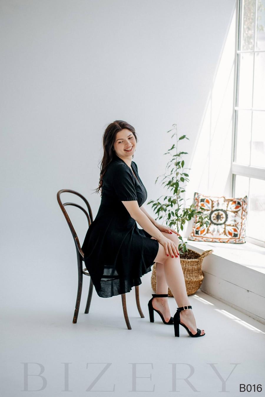 Повседневное черное платье мини на запах