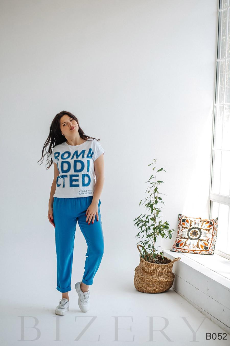 Костюм повседневный брючный с крупной надписью на футболке